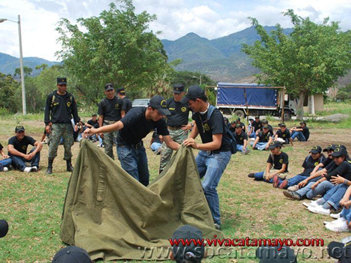 Estudiante de los segundos años se preparan en Instrucción Militar
