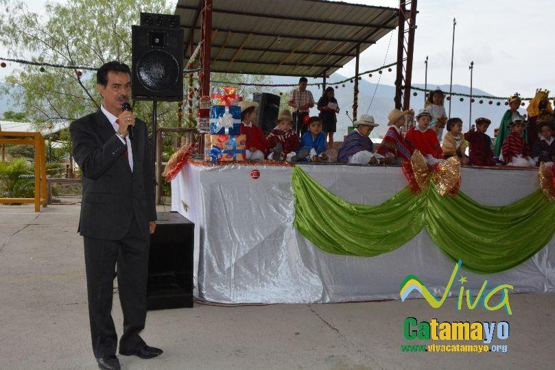 Estudiantes de la Escuela de Educación Básica Particular participan de concurso de trajes navideños y festival de Villancicos (1)