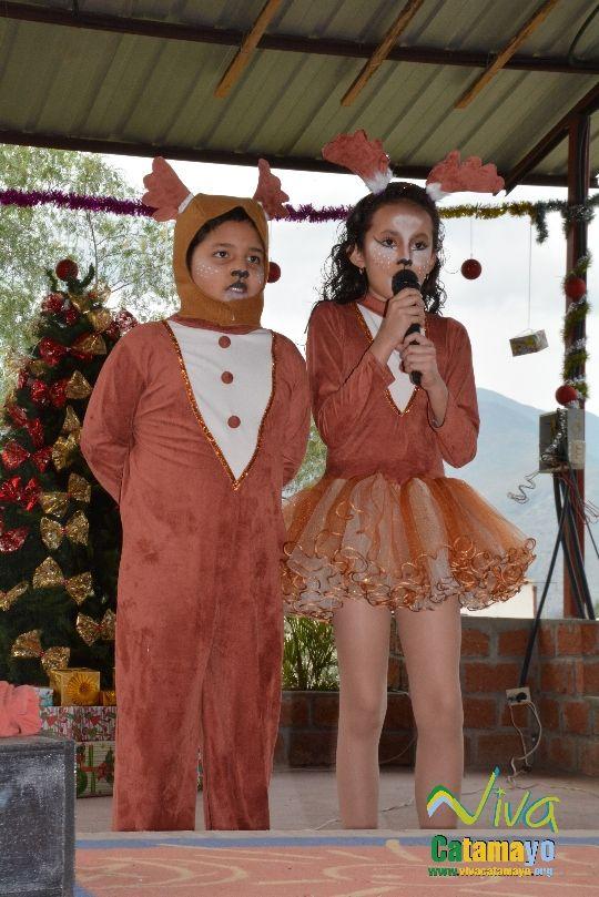 Estudiantes de la Escuela de Educación Básica Particular participan de concurso de trajes navideños y festival de Villancicos (11)