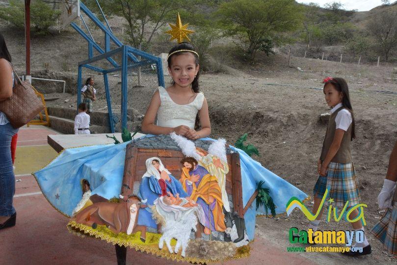 Estudiantes de la Escuela de Educación Básica Particular participan de concurso de trajes navideños y festival de Villancicos (14)