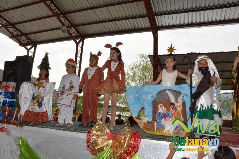 Estudiantes de la Escuela de Educación Básica Particular participan de concurso de trajes navideños y festival de Villancicos (15)