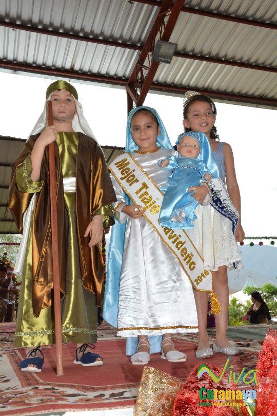 Estudiantes de la Escuela de Educación Básica Particular participan de concurso de trajes navideños y festival de Villancicos (16)