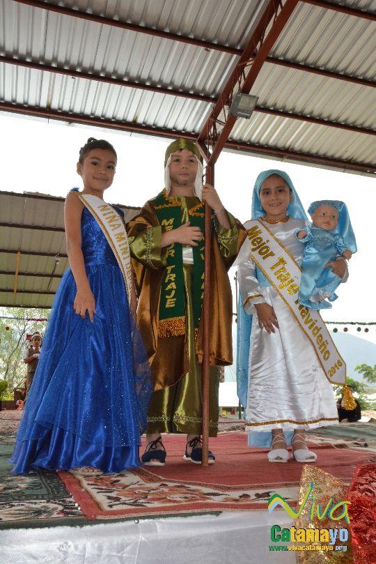 Estudiantes de la Escuela de Educación Básica Particular participan de concurso de trajes navideños y festival de Villancicos (17)