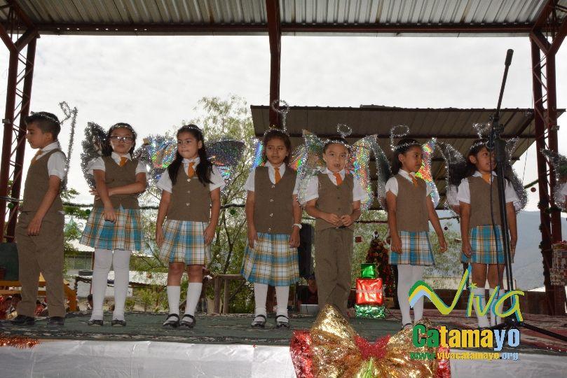 Estudiantes de la Escuela de Educación Básica Particular participan de concurso de trajes navideños y festival de Villancicos (20)