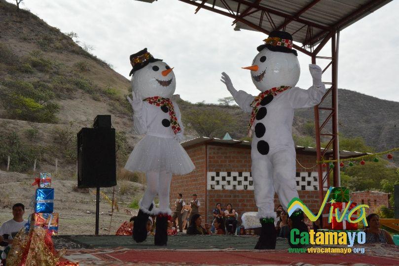 Estudiantes de la Escuela de Educación Básica Particular participan de concurso de trajes navideños y festival de Villancicos (5)