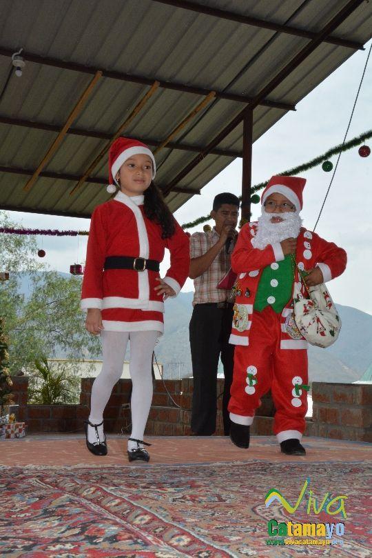 Estudiantes de la Escuela de Educación Básica Particular participan de concurso de trajes navideños y festival de Villancicos (6)