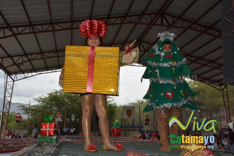 Estudiantes de la Escuela de Educación Básica Particular participan de concurso de trajes navideños y festival de Villancicos (7)