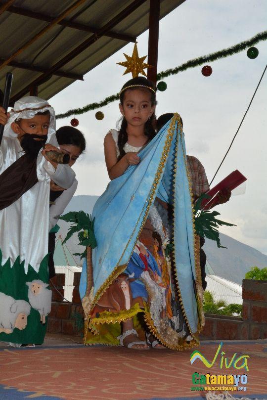 Estudiantes de la Escuela de Educación Básica Particular participan de concurso de trajes navideños y festival de Villancicos (8)