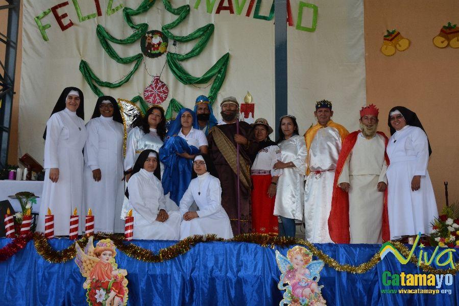 Niños (as) de la Unidad Educativa Julio María Matovelle recuerdan el nacimiento del niño Jesús. (4)