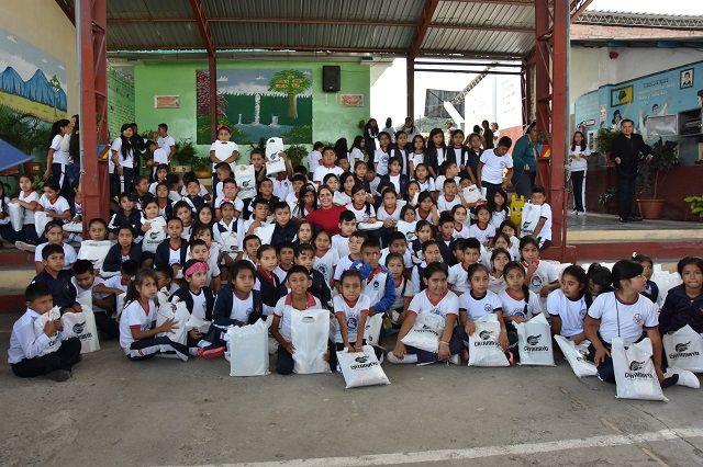5654 niños catamayenses se beneficiarán de kits de útiles escolares en este nuevo año académico.