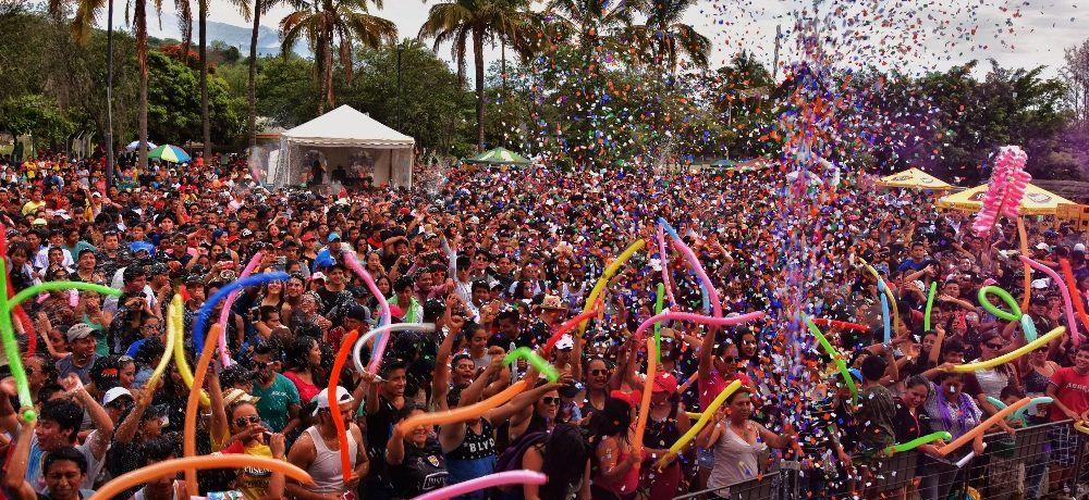 Sol, agua y música en vivo en Carnaval Catamayo 2018