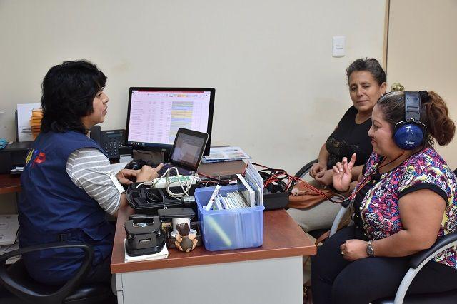 Personas con dificultades auditivas recibirán audífonos