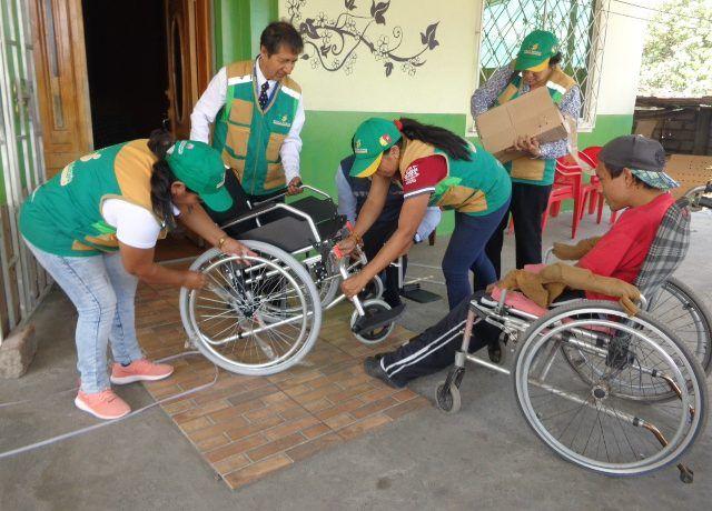 Personal de salud entregó ayudas técnicas a personas con discapacidad