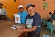 Don Nachito pinta, cose, baila y tiene 116 años
