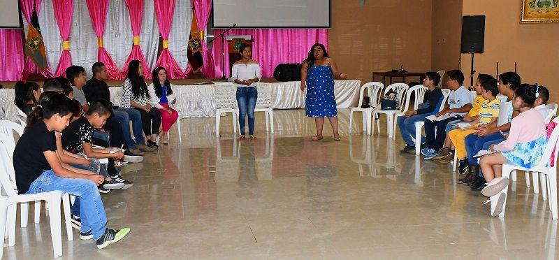 Niños y adolescentes catamayenses participan de taller de oratoria