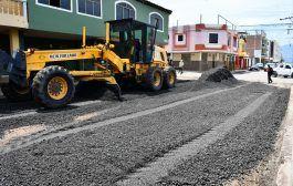 En Catamayo, se realiza lastrado de vías con asfalto reciclado